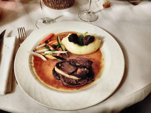 Filet de Boeuf Rossini, Foie gras poêlé et jus de truffe Le Plato à Lyon